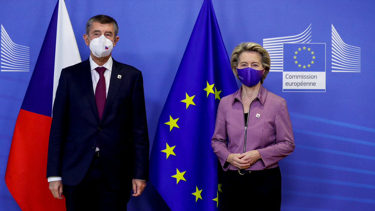 Příliš odtažitý Brusel? Dosavadní reakci představitelů EU v případu Vrbětic nepovažuje analytik Rikard Jozwiak za adekvátní (na fotce předsedkyně EK von der Leyenová a premiér Babiš).