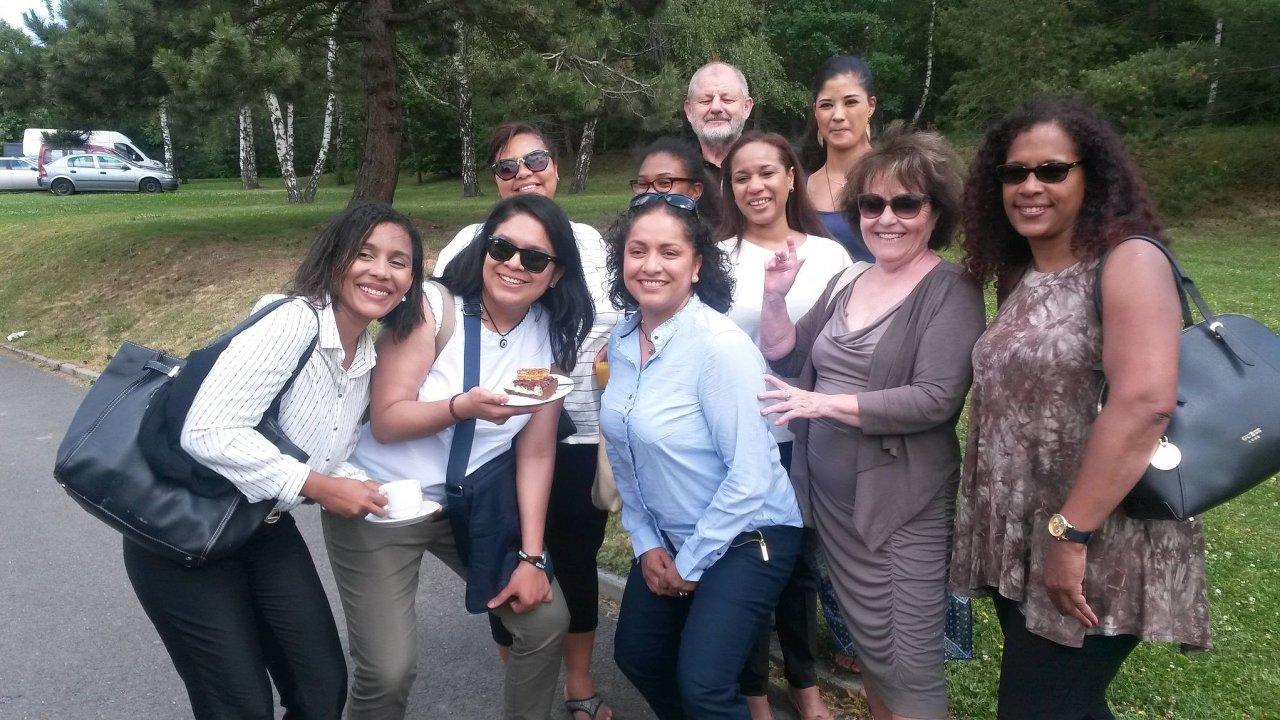 Latinskoamerické ženy jménem Lidice, které si doČeska přijely vroce 2017 připomenout vyhlazení obce.