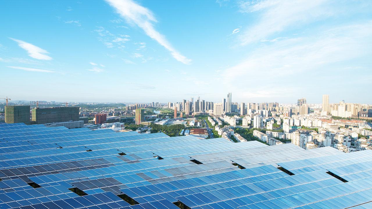 solární panely, město