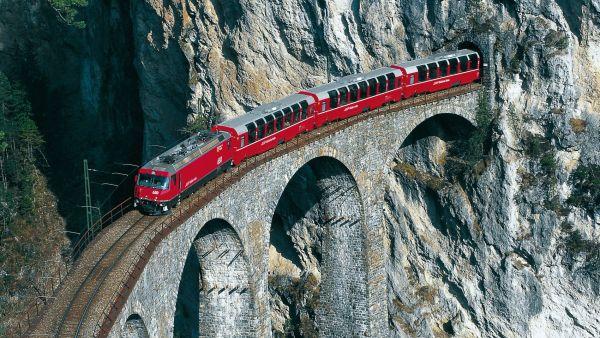 Bernina Express na Rhétské železnici