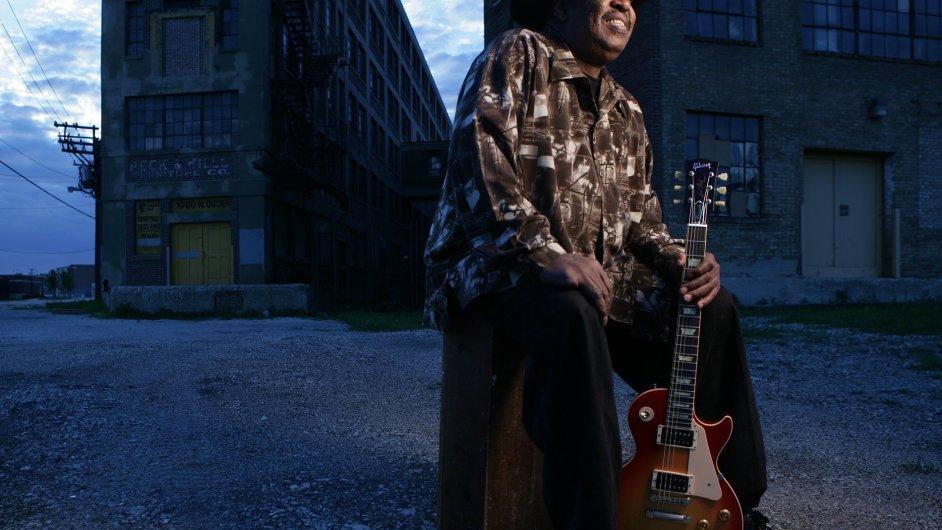 Magic Slim se svoji dvorní kapelou před pěti lety vystoupil i v Česku.