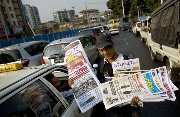 V Barmě jsou po půl století opět v prodeji soukromé deníky.