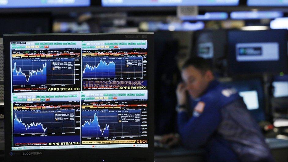 Terminál Bloomberg na burze v New Yorku.