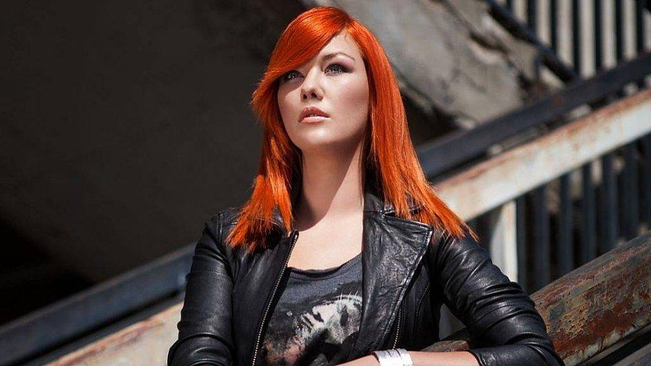 V SuperStar Debbi vypadla, ale její album je možná to nejlepší, co se dá nyní v českém popu najít.