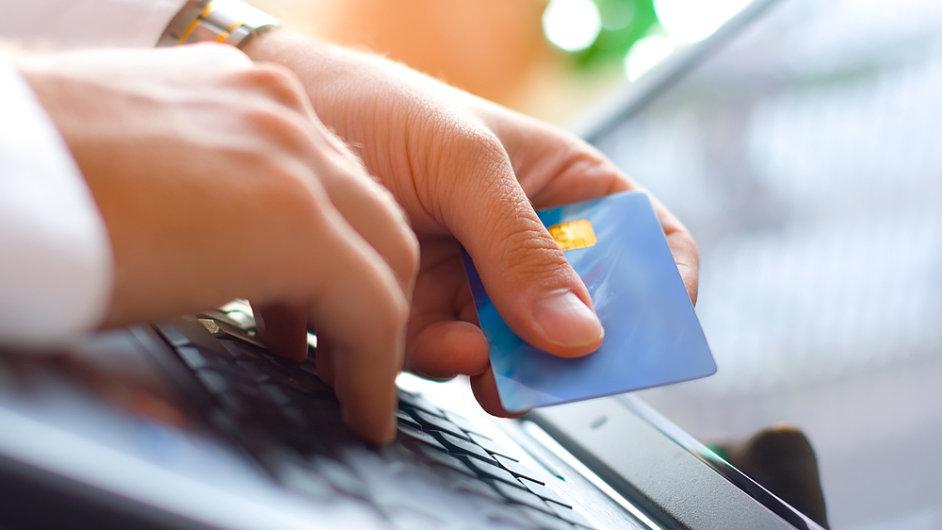 Život na sociálních sítích potenciálních klientů mohou analyzovat zejména poskytovatelé on-line půjček. (Ilustrační foto)