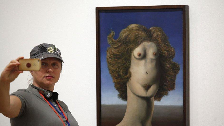 Z vernisáže výstavy Magritte: The Mystery of the Ordinary v newyorské galerii MoMA
