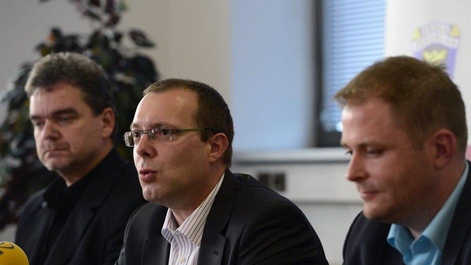 Zástupce generálního ředitele Generálního ředitelství cel David Chovanec (uprostřed)