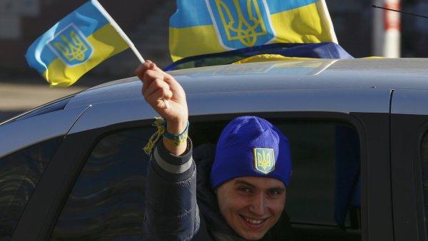 Volby na Ukrajin�: Poro�enko sl�bil voli��m evropskou �ivotn� �rove�