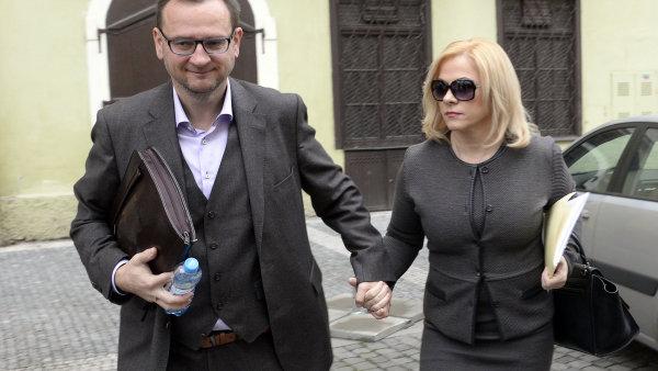 Jana Nečasová s manželem u soudu 20. listopadu