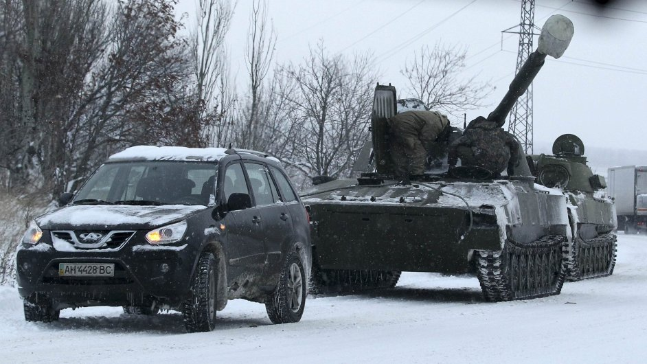 Neoznačený vůz mířící na území ovládané proruskými bojovníky, 1. prosince.