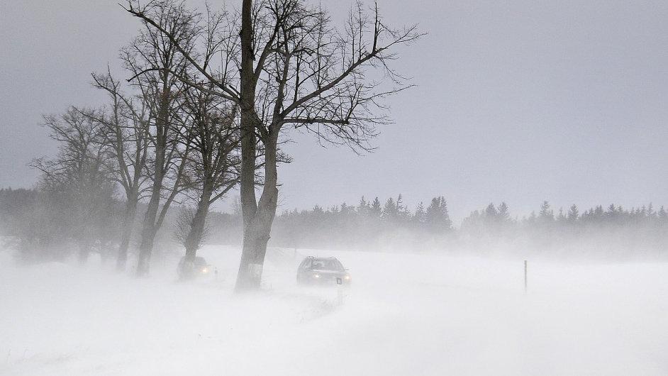 Česko trápí silný vítr a sněžení.