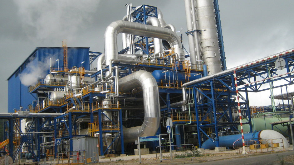 Továrna na výrobu kyseliny dusičné v Rouenu, na jejíž stavbě se podílel i český Chemoproject.