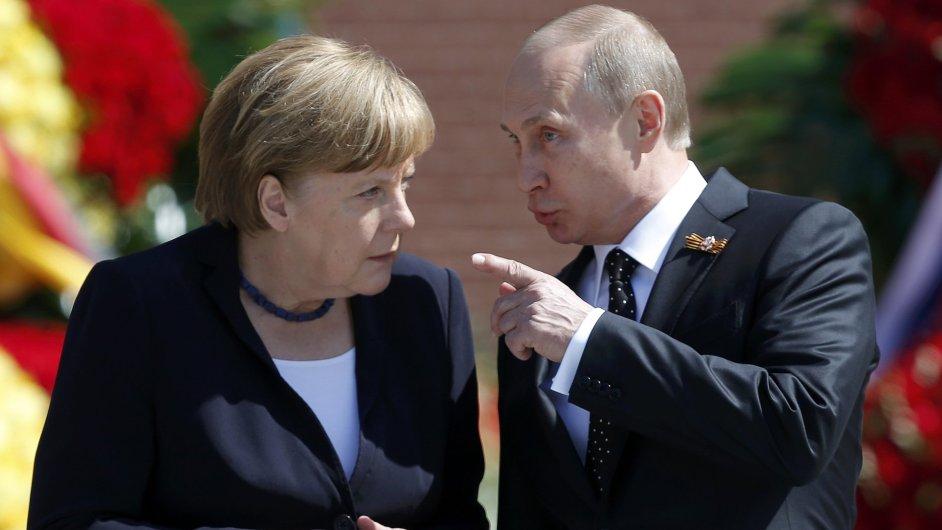 Angela Merkelová a Vladimir Putin položili v Moskvě věnec u hrobu neznámého vojína.
