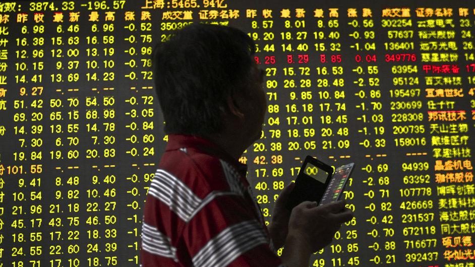 Na světové burzy míří miliardy dolarů od čínských středních vrstev.