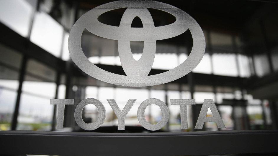 Toyota svolala 1,6 milionu vozů do servisů kvůli potenciálně vadným airbagům.