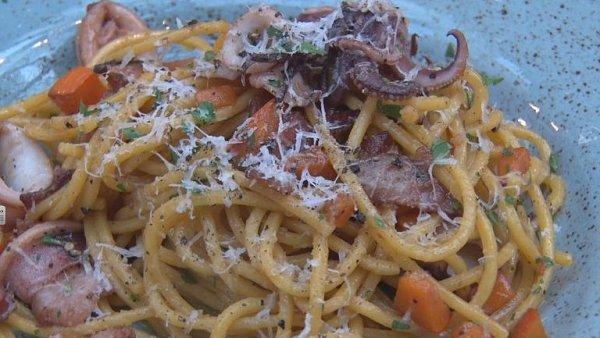 Spaghetti alla chitarra s kalamáry a dýní od šéfkuchaře Wine Food Marketu