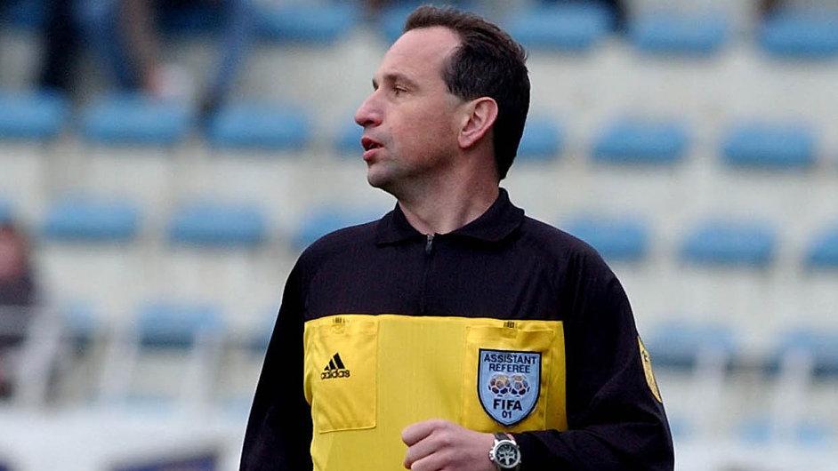 Věda a sport: Vedle akademické dráhy působil Evžen Amler jako fotbalový rozhodčí.