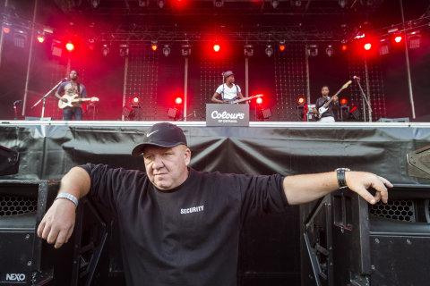 Snímek z nedělního koncertu skupiny Songhoy Blues na festivalu Colours of Ostrava.