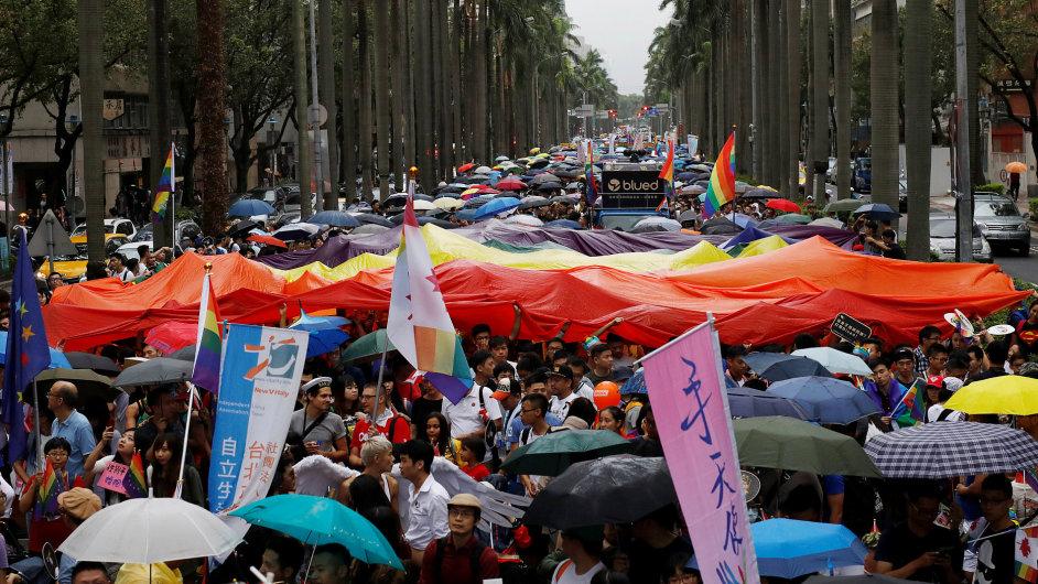 Desítky tisíc lidí protestovaly na Tchaj-wanu za práva gayů.