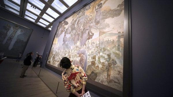 Snímek z instalace Muchovy Slovanské epopeje v Národním centru umění v Tokiu.