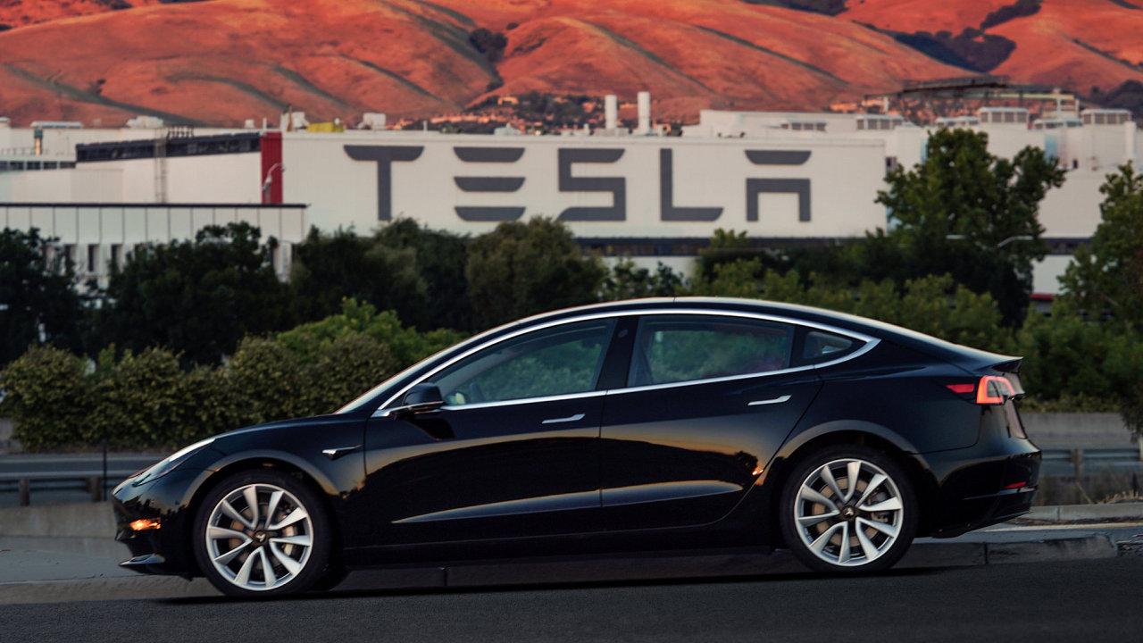 První produkční vůz Tesla Model 3