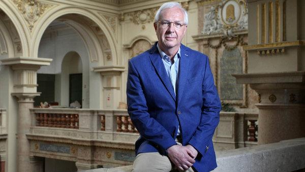 Jiřího Drahoše kromě drobných dárců podporují i miliardář Luděk Sekyra a zakladatel Jablotronu Dalibor Dědek.