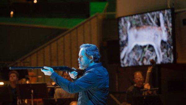 Snímek pochází ze zkoušky Příhod lišky Bystroušky, které naposledy v sobotu uvedla Berlínská filharmonie.