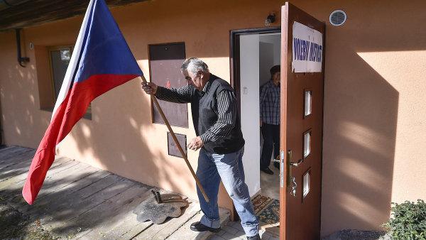 K zisku mandátu potřebovali Starostové dvakrát víc hlasů než ANO. Může za to rozdíl ve velikosti krajů, říká politolog