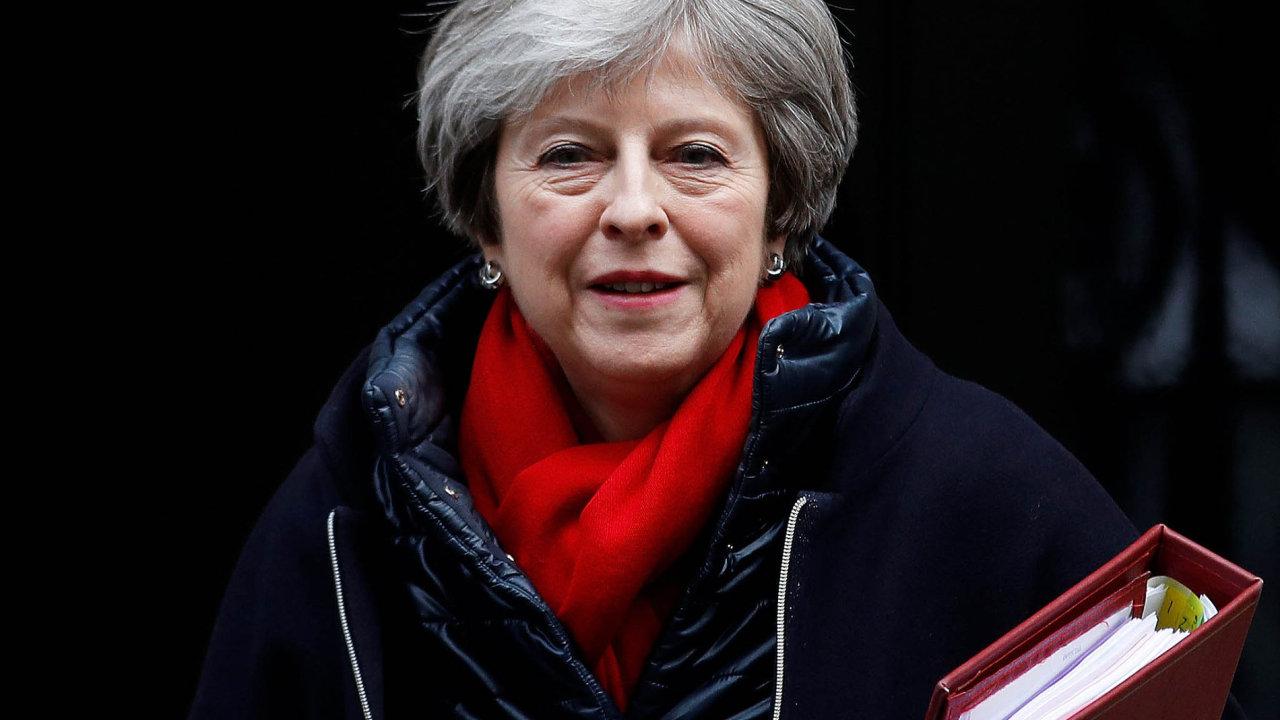 Japonští investoři britskou premiérku Theresu Mayovou varují, že pokud budou jejich firmy poodchodu Británie zEU neziskové, tak zostrovů odejdou.