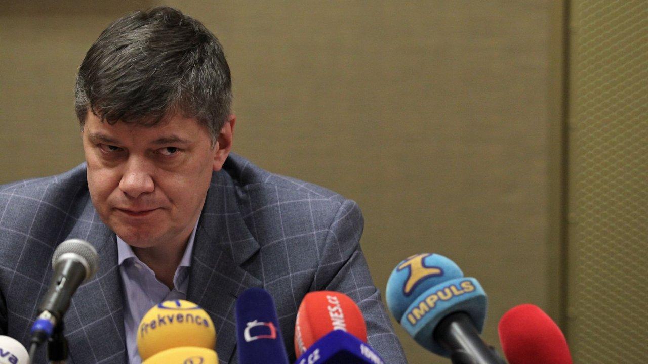 Předseda představenstva Sazky uvízl kvůli cestovním dokladům v zahraničí.