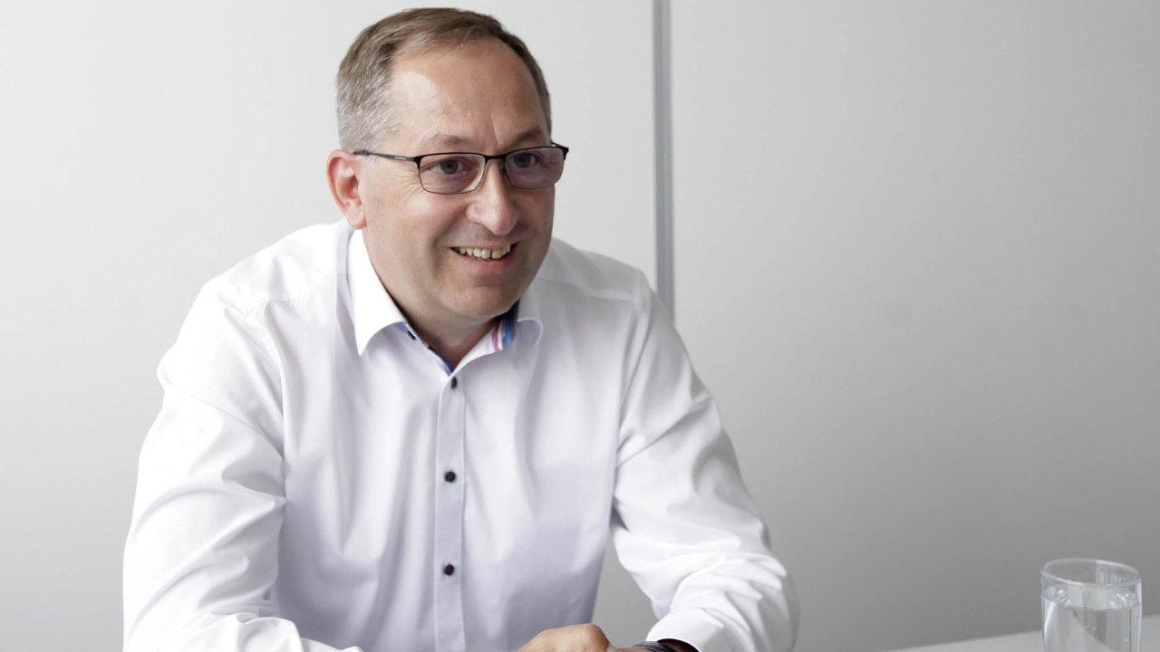 Kvalitou jsme se posunuli, říká Jaroslav Paděra, šéf Hornbachu ČR a SK. V síti hobbymarketů nakupují dnes zejména kutilové a na ty firma míří při lákání nových zákazníků.