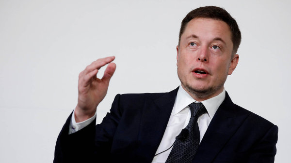 Elon Musk se pustil do boje se spekulanty. Tesle ale kvůli tomu hrozí vysoké pokuty za klamání investorů