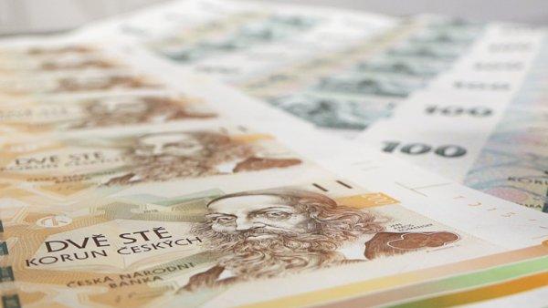 Nové vzory bankovek v hodnotách 100 a 200 korun.