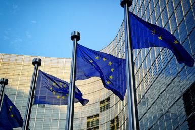 Může úředník psát ostře proti Evropské unii, a přitom pracovat pro stát?