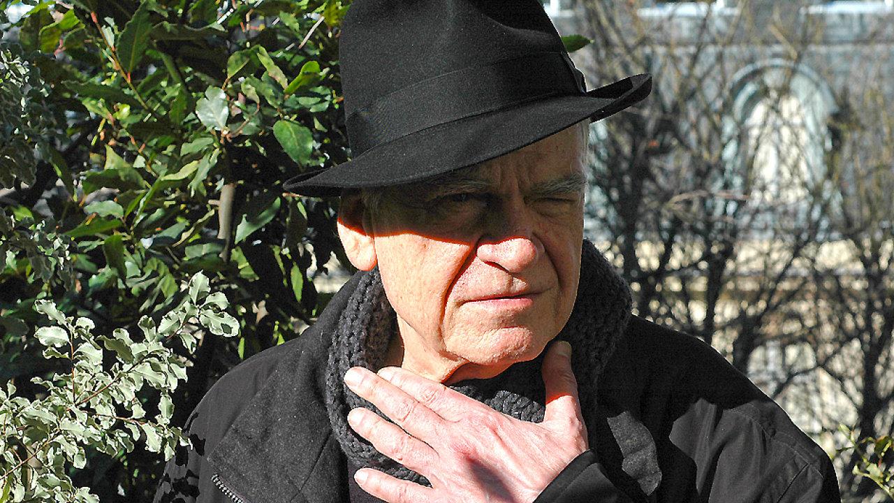 Milan Kundera na fotce vydané nakladatelstvím Gallimard v letošním roce