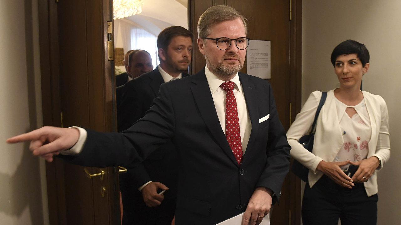 Proti vládě. Opoziční lídři Petr Fiala (ODS) aMarkéta Pekarová Adamová (TOP09) se shodli nanedůvěře vládě.