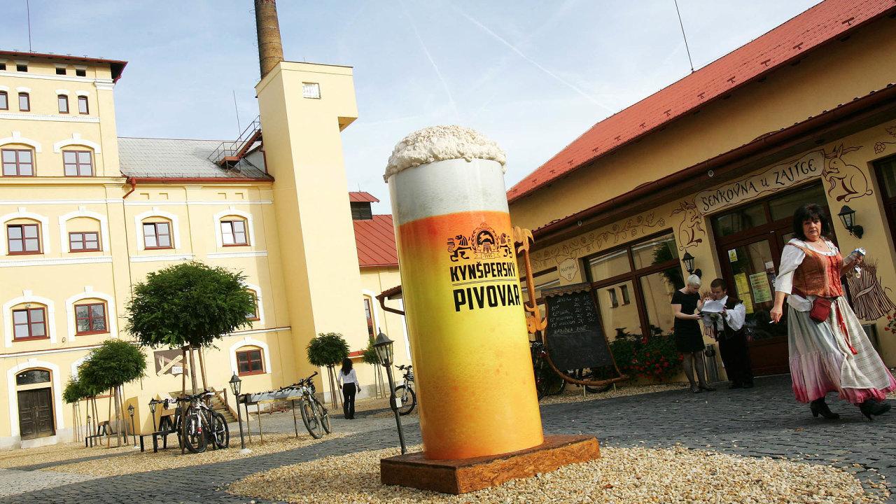 Pivo sevKynšperku vařilo odkonce 16. století. Černičkin podle rodového jménaHaasů (česky Zajíců) nazval své pivo Kynšperský zajíc avareálu pivovaru je motiv zajíce vidět téměř všude.