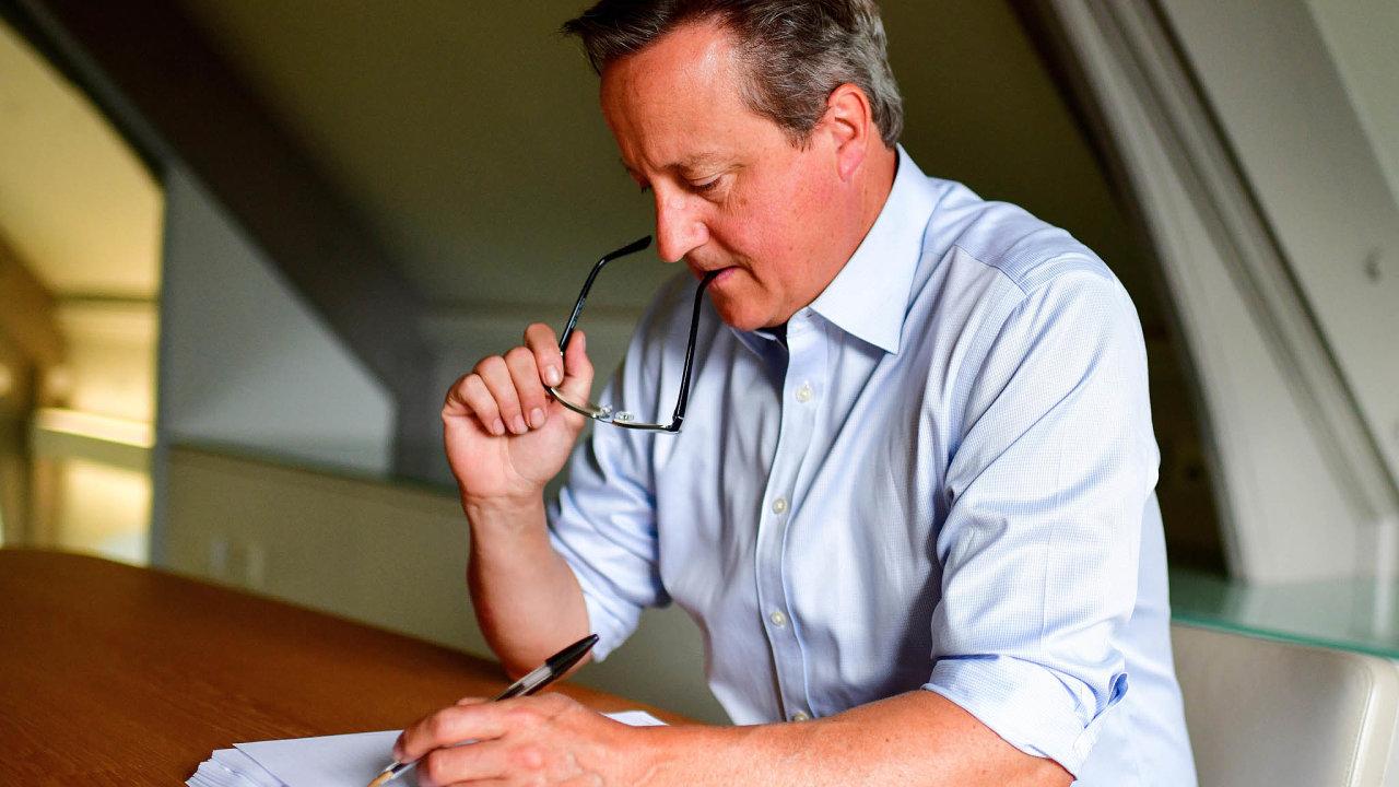 """Cameronovy paměti nazvané For the Record (doslova """"Nazáznam"""", přeneseně ale také """"Aby bylo jasno"""") vycházejí právě dnes."""