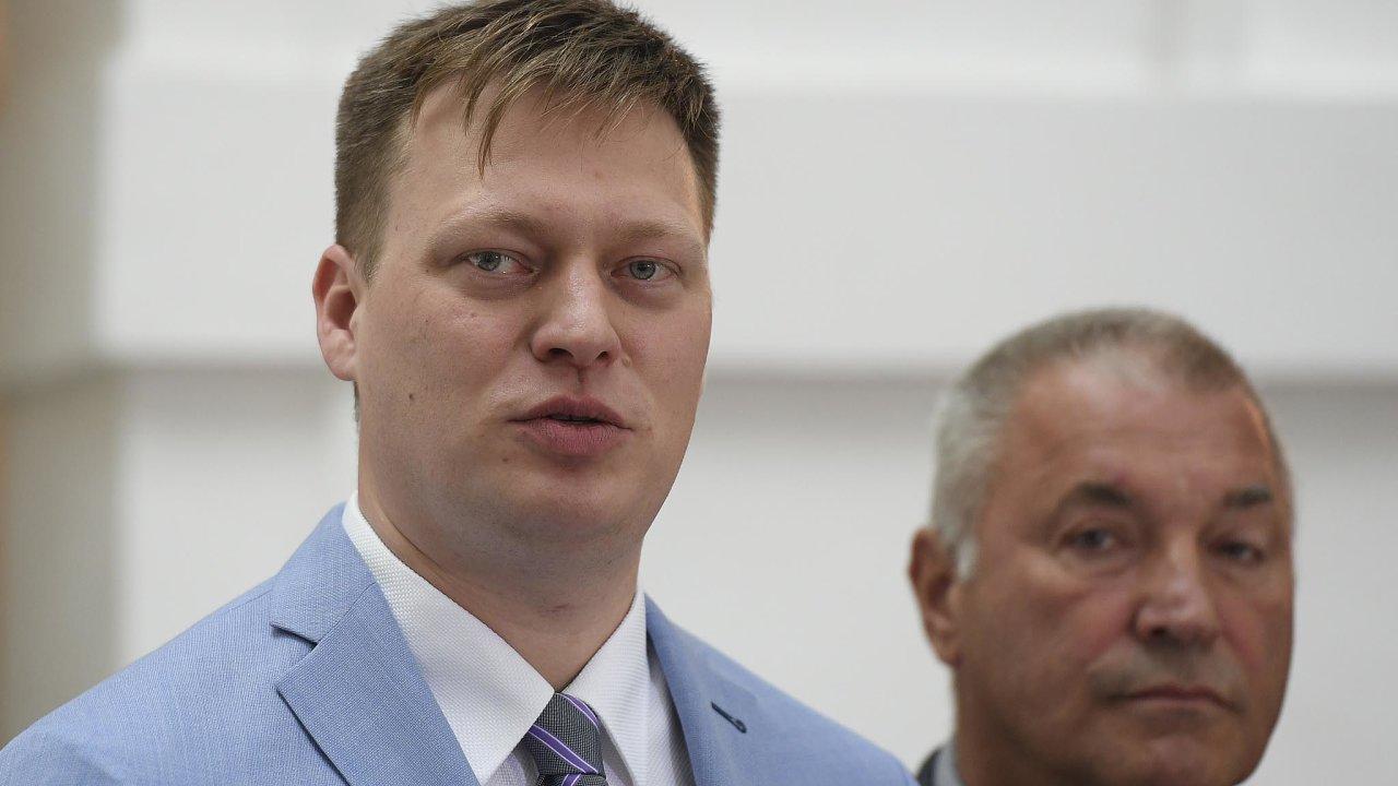 """""""Trestní oznámení mohu podat jménem vyšetřovací komise, ikdybychom napodporu zprávy nesehnali dostatek hlasů. Vtuto chvíli už to píšu,"""" řekl šéf sněmovní komise kOKD Lukáš Černohorský (vlevo)."""
