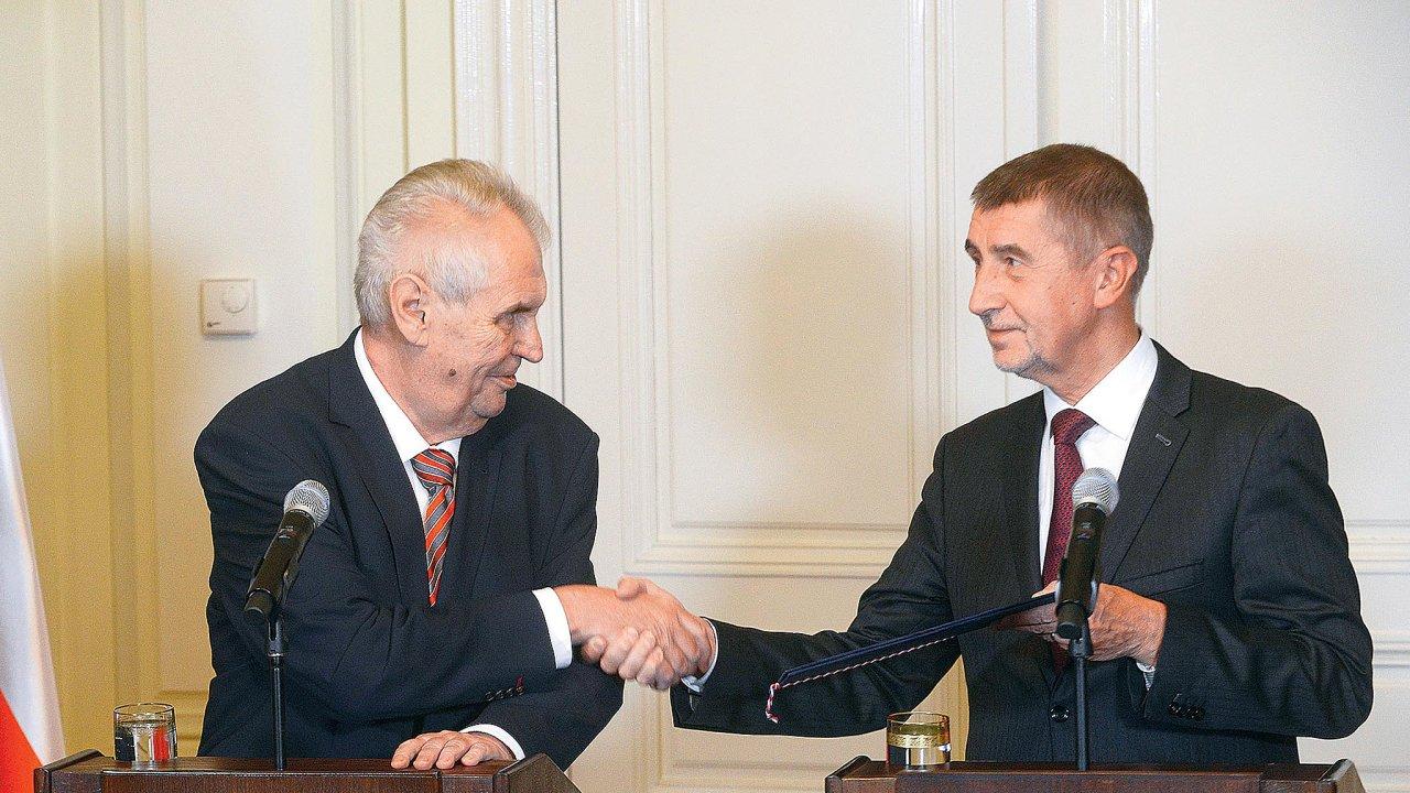 Prezident Miloš Zemanby rád jako svého nástupce naPražském hradě viděl Andreje Babiše. Ten ale zatím tvrdí, že ho zajímají exekutivní funkce, aže proto dál dává přednost premiérskému křeslu.