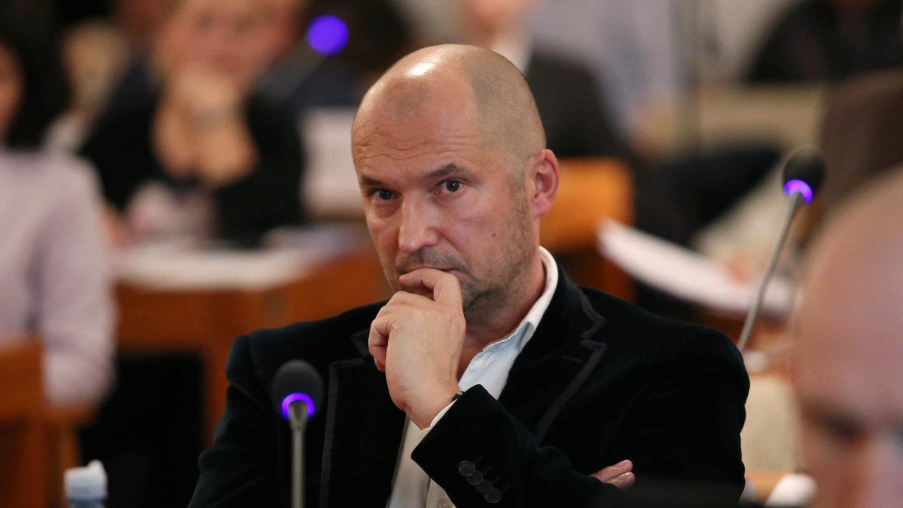 Korupční kauza týkající se zmanipulovaných stavebních tendrů na radnici Brno-střed zahrnuje i bývalého vlivného brněnského politika zhnutí ANO Jiřího Švachulu.