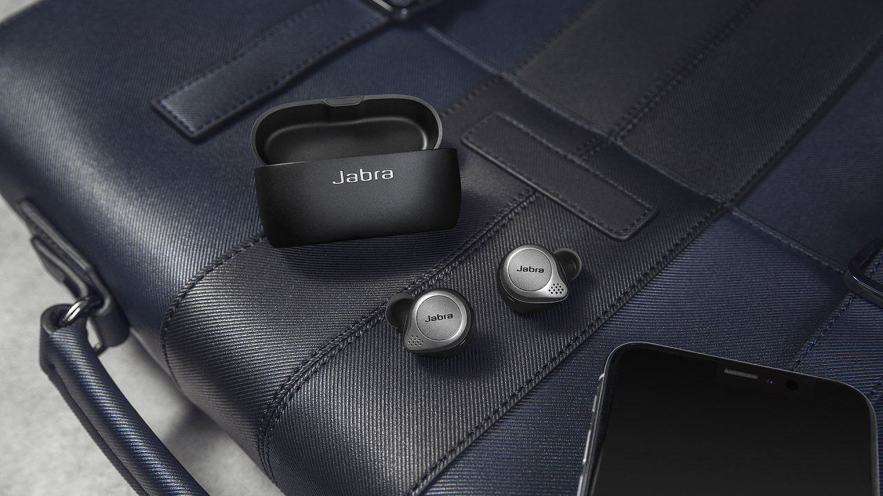 Jabra Elite 75t jsou kompaktní bezdrátová sluchátka s dlouhou výdrží