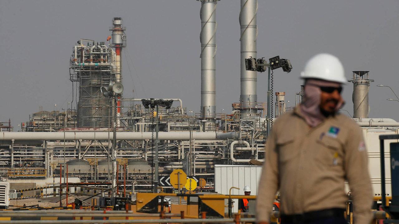Saúdská Arábie je největším exportérem ropy na světě a klíčovým členem kartelu OPEC. Na snímku je rafinerie státní firmy Saudi Aramco.
