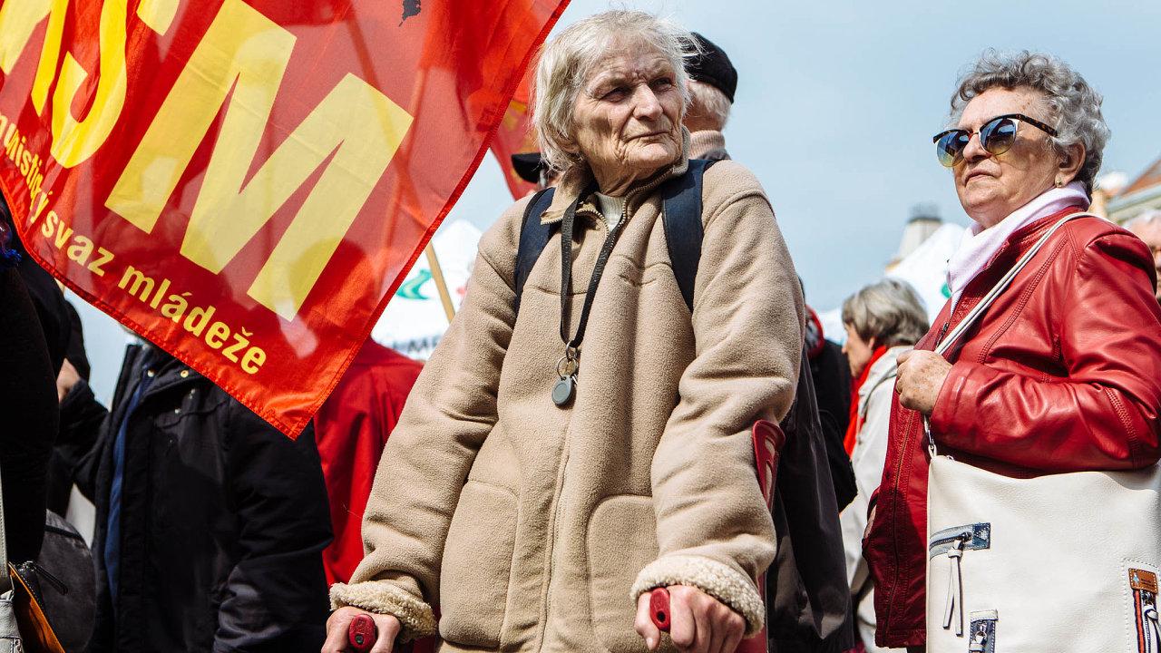 Největší oslavu Prvního máje pořádají čeští komunisté tradičně v Praze.