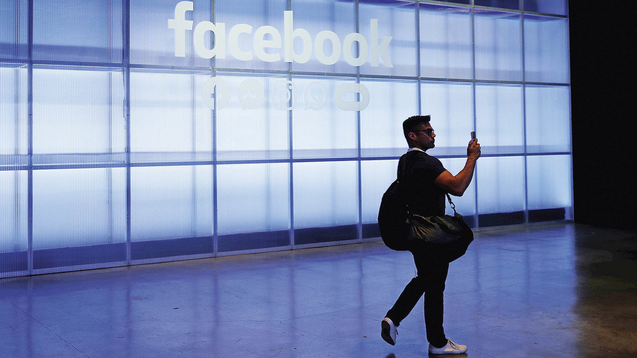 Facebook provozuje kromě stejnojmenné sociální sítě také aplikace WhatsApp, Instagram a Messenger. Alespoň jednu z jeho služeb v březnu využilo 2,99 miliardy lidí.