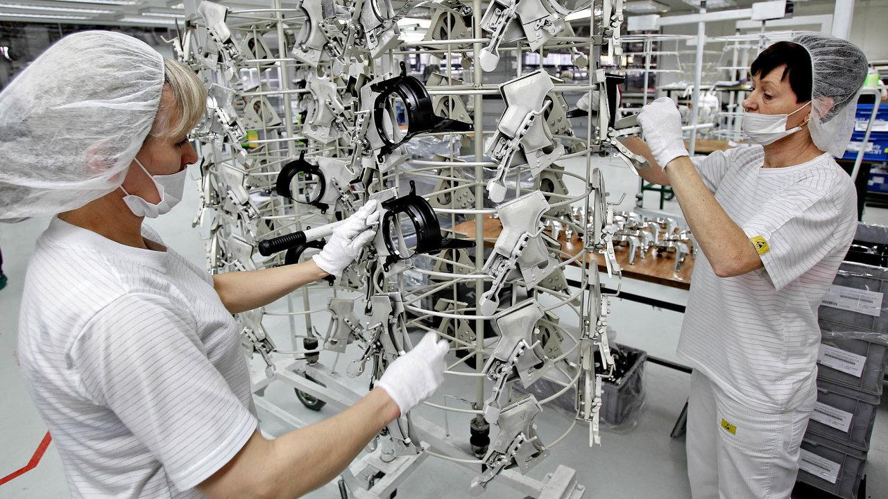 Nedostatek lidí: Společnost Isolit-Bravo má zhruba 500pracovníků, stovka znich zůstává ipokoronavirové karanténě sneschopenkou doma.