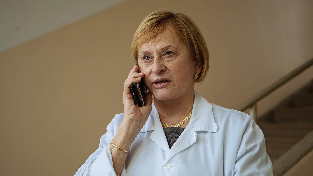 Primářka infekční kliniky ve Fakultní nemocnici Bulovka Roháčová má strach, že až bude končit koronavirová pandemie, tak se objeví pacienti sdlouho neřešenými problémy.