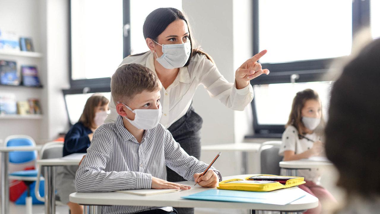 Školy by měly vytipovat děti, které doučování potřebují. Pak by se jim učitelé měli intenzivněji věnovat i mimo vyučování.