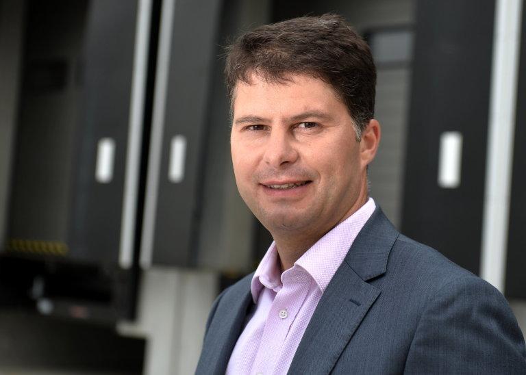 Tomáš Holomoucký, ředitel DB Schenker v České republice, nastoupil do společnosti před čtvrt stoletím a její provozu zná dopodrobna.