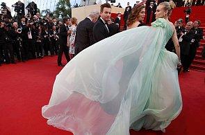 Čarodějka Del Rey a zářící Jane Fonda. Módní výhry a prohry z festivalu v Cannes